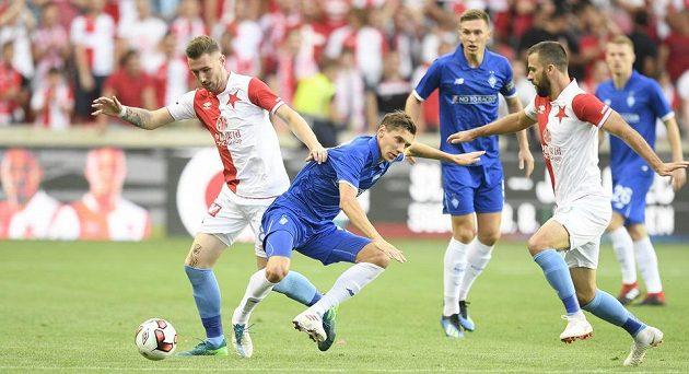 Fotbalisté Slavia Praha bojují v úvodním utkání 3. předkola Ligy mistrů v Edenu s ukrajinským Dynamem Kyjev.