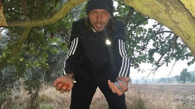 Svou ultramaratonskou snídani si Jan Tuna ulovil sám.