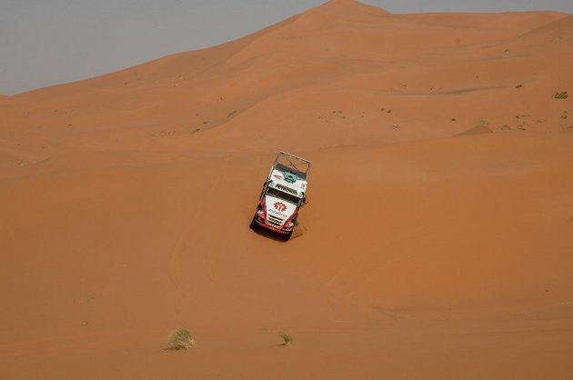 Náročný africký terén znamená pro nizozemsko-český tým kvalitní zkoušku na Dakar.