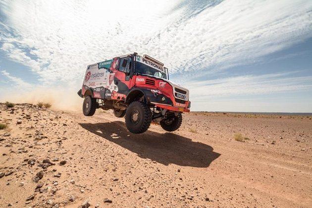 Aleš Loprais testuje své Torpédo 69 v marocké poušti.