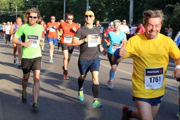 Martin vlevo, Libor vedle. Dále usměvavý běžec neznámého jména, ale chtěl se blýsknout.