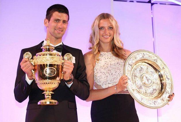 Wimbledonští vítězové Novak Djokovič a Petra Kvitová na slavnostním banketu.