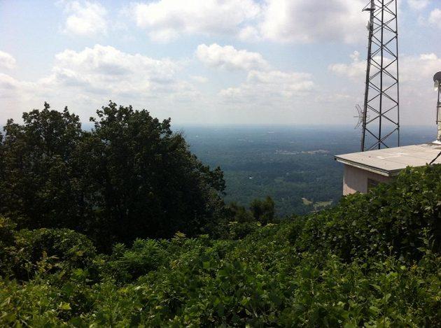 Pohled na místo činu den před hrozivým pádem. Fotka přímo z Paris Mountain v Greenville na facebookovém účtu Jiřího Ježka.