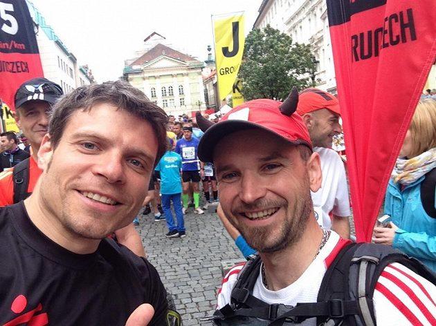 Tomáš Šebek s redaktorem Běhání.Sport.cz R. Kujanem na pražském maratónu.