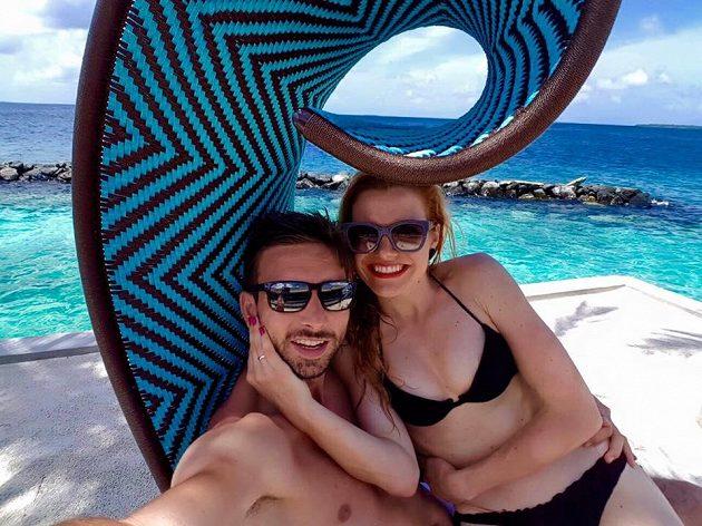 """Šťastní novomanželé a jejich """"selfie""""."""
