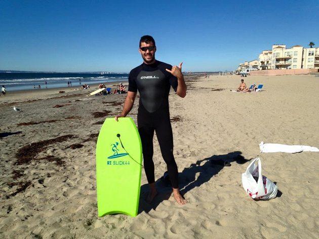 Kajakář Josef Dostál se v Kalifornii ve volných chvílích proměnil i v surfaře.