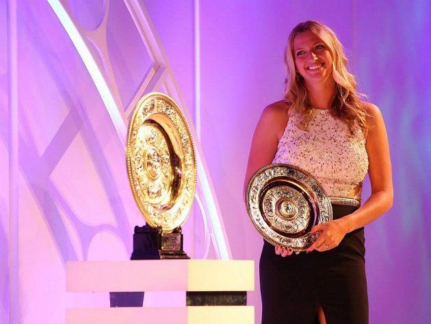 Česká tenistka Petra Kvitová při slavnostním banketu ve Wimbledonu.