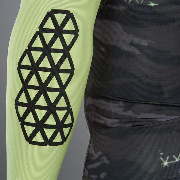 Triko Reebok Spartan Pro Long Sleeve Compression Shirt předloktí jsou stylově vytuněná.