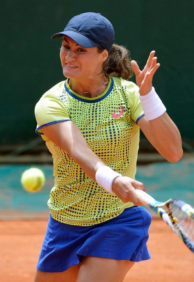 Rumunská tenistka Monica Niculescová umí rozhodit své soupeřky forhandovým slajsem.