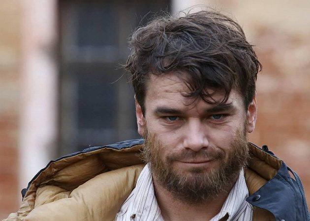 Vousáč Vavřinec Hradilek při natáčení filmu Tenkrát v ráji, v němž ztvárnil roli horolezce Josky Smítka.