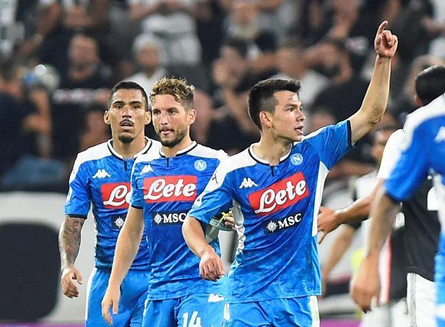 Fotbalisté SSC Neapol dotáhli na hřišti Juventusu tříbrankové manko, nakonec ale prohráli. Na snímku ještě slaví neapolský Hirving Lozano.