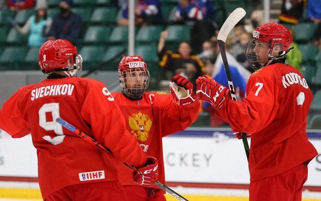 Radost v podání ruských mladíků. Na hokejovém MS hráčů do 18 let nasázeli českému týmu jedenáct branek.