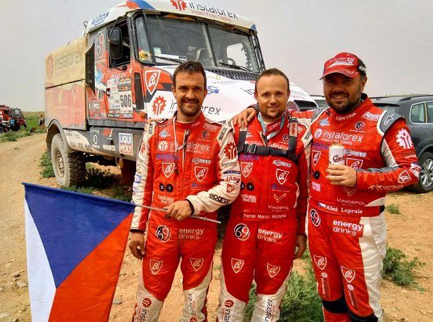 Vítězný tým Aleše Lopraise na rallye Morocco Desert Challenge