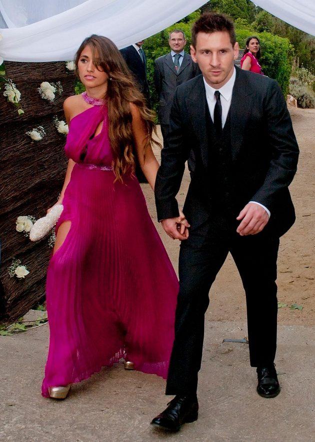 Lionel Messi se svou přítelkyní Antonellou Roccuzzovou.