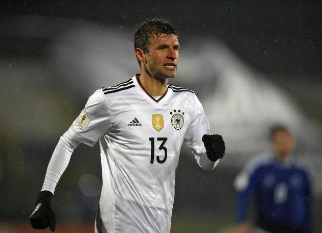 Thomas Müller v německém dresu při kvalifikačním utkání se San Marinem.