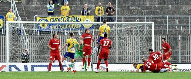 Zmatek před brankou Brna a čtvrtý gól Teplic.