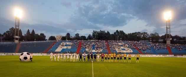 Nástup hráčů před začátkem zápasu mezi Baníkem Ostrava a Teplicemi.