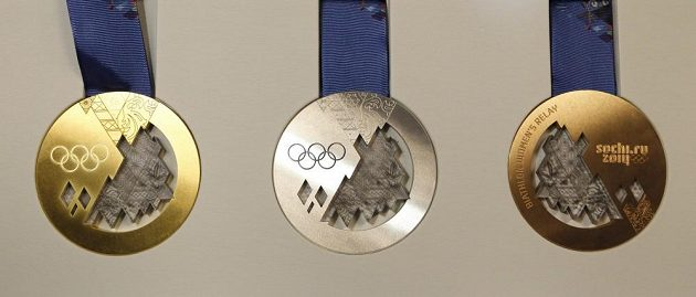 Půlkilogramové medaile jsou vytvořené z cenného kovu a polykarbonátu.
