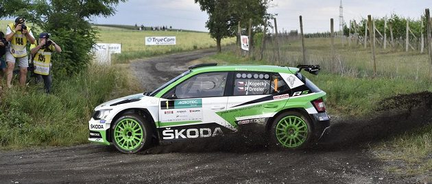 Posádka Jan Kopecký a Pavel Dresler s vozem Škoda Fabia R5 při Rallye Hustopeče.