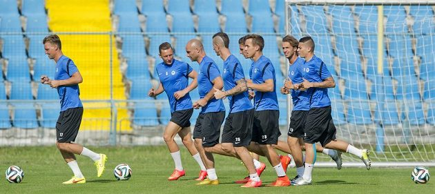 S libereckými fotbalisty si ve středu v Košicích zatrénoval i sportovní ředitel klubu Jan Nezmar (třetí zleva).