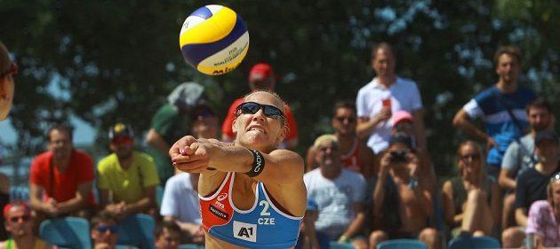 Michala Kvapilová v utkání proti nizozemskému týmu v úvodním kole vyřazovací fáze mistrovství světa.