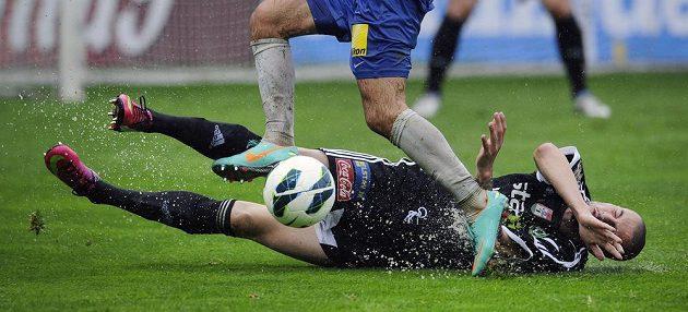 V jakých podmínkách se závěrečné kolo ligy v Liberci hrálo, svědčí i pohled na Aleksandara Andrejeviče z Příbrami.