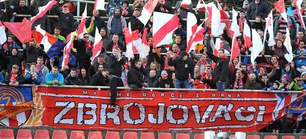 Brněnští fanoušci během utkání se Zlínem.