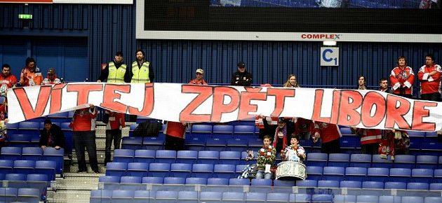 Pardubičtí fanoušci vítají zpět Libora Pivka.