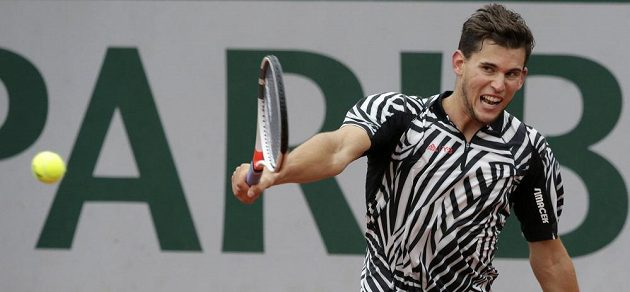 Rakouský tenista Dominic Thiem během semifinálového zápasu French Open s Novakem Djokovičem.