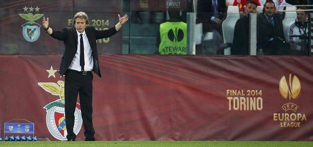 Kouč Benfiky Jorge Jesus gestikuluje při finále EL s FC Sevilla.