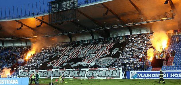 Chorea fanoušků Baníku Ostrava.