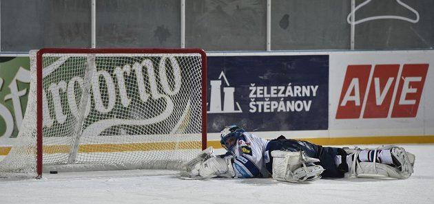 Brankář Komety Marek Čiliak inkasuje čtvrtý gól.
