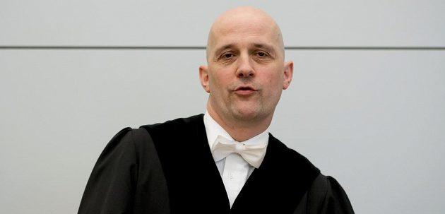 Soudce Rupert Heindl při jednání týkající se Uliho Hoenesse.