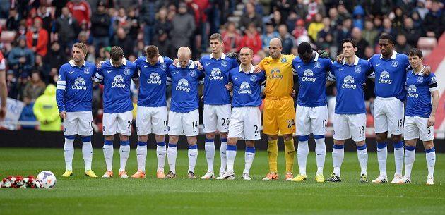 Fotbalisté Evertonu drželi minutu ticha za oběti tragédie v Hillsborough.