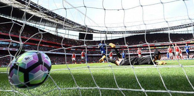 Petr Čech v bráně Arsenalu překonán, postaral se o to Romelu Lukaku z Evertonu.