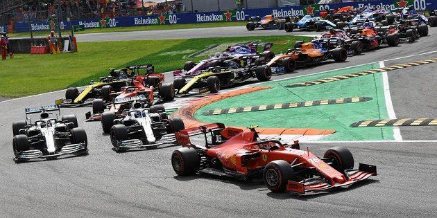 Charles Leclerc zajistil Ferrari po devíti letech vítězství v Monze