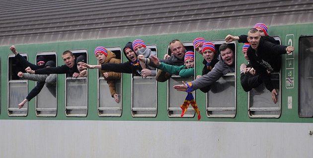 Jihočeští fandové zaplnili zvláštní vlak, aby vyrazili na utkání první hokejové ligy v Jihlavě.