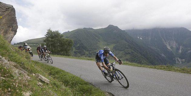 Leopold König sjíždí z Val Louron Azet během 17. etapy Tour de France.