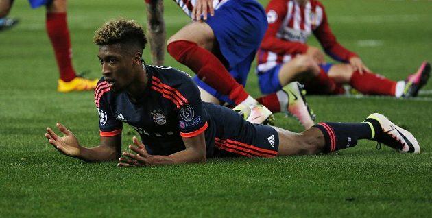 Kingsley Coman z Bayernu při utkání na hřišti Atlétika Madrid.