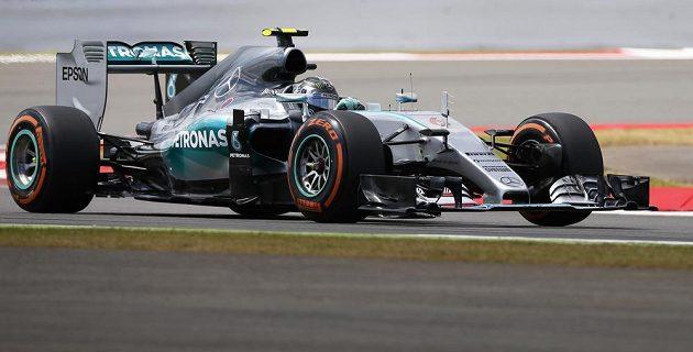 Německý pilot formule 1 Nico Rosberg během kvalifikace na Grand Prix Velké Británie.