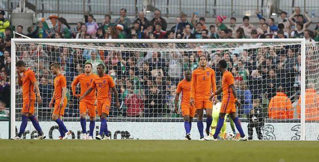 Fotbalisté Nizozemska poté, co inkasovali gól od Irů.