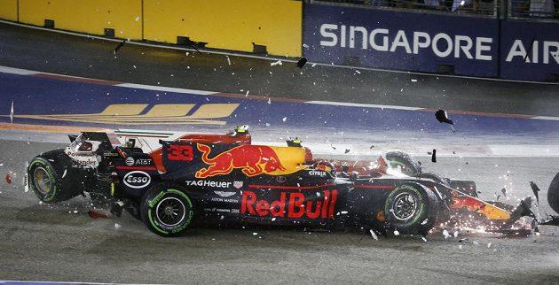 Max Verstappen a Kimi Räikkönen při Velké ceně Singapuru. Pro oba závod skončil.