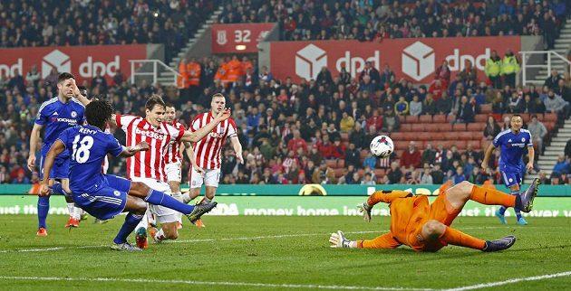 Loïc Rémy v nastaveném čase vykřesal ještě Chelsea naději, v penaltovém rozsřelu však zhasla.