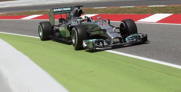 Brit Lewis Hamilton ovládl kvalifikaci na Velkou cenu Španělska.