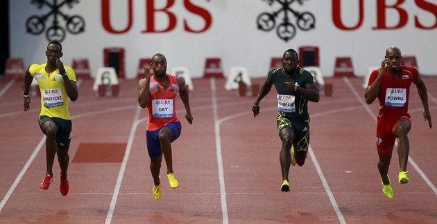 Sprinteři Bailey Cole z Jamajky (první zleva), Američan Tyson Gay (druhý zleva), Jamajačan Nickel Ashmeade a Asafa Powell (první vpravo) v závodu na 100 metrů na Diamantové lize v Lausanne.