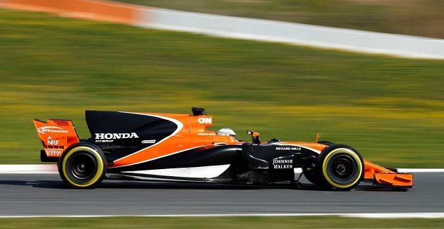 Profil vozu stáje McLaren pro sezónu 2017 na okruhu v Barceloně. V kokpitu Fernando Alonso.