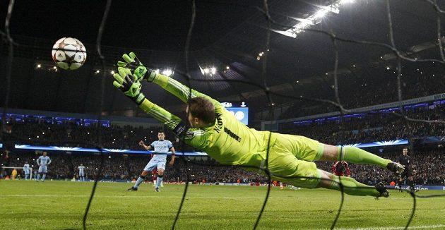 Sergio Agüero z Manchesteru City z penalty překonal Manuela Neuera v brance Bayernu a otevřel skóre zápasu.