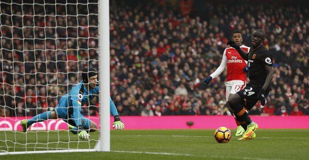 Petr Čech se opět postavil do branky Arsenalu a ani jednou neinkasoval. Arsenal vyhrál nad Hullem 2:0.