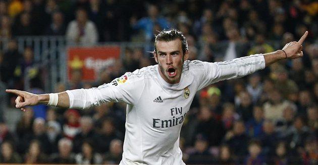 Gareth Bale z Realu Madrid oslavuje gól, který však sudí neuznali.