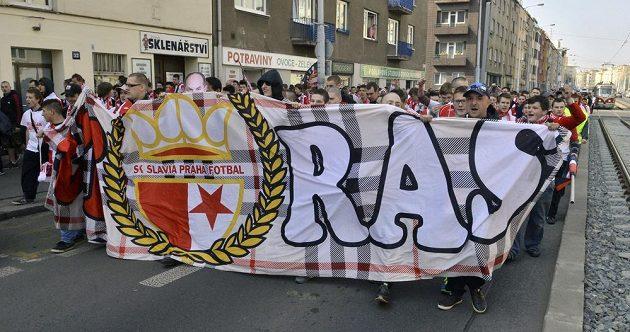 Slávističtí fanoušci si neodpustili skandování typický antisparťanských hesel.
